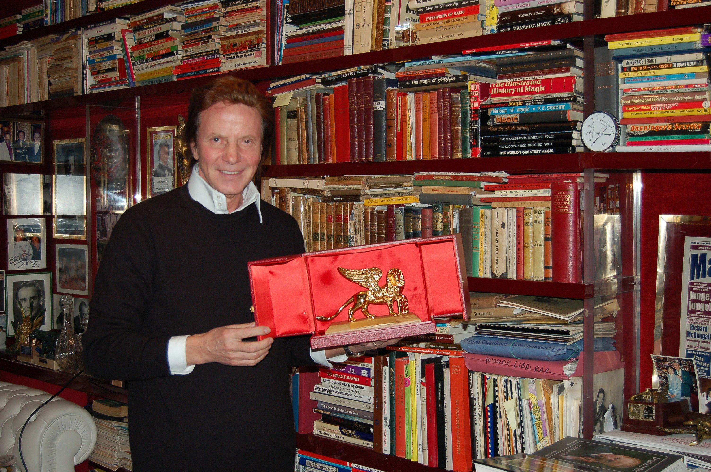 Silvan  e il Leone d'Oro simbolo di Venezia la sua città
