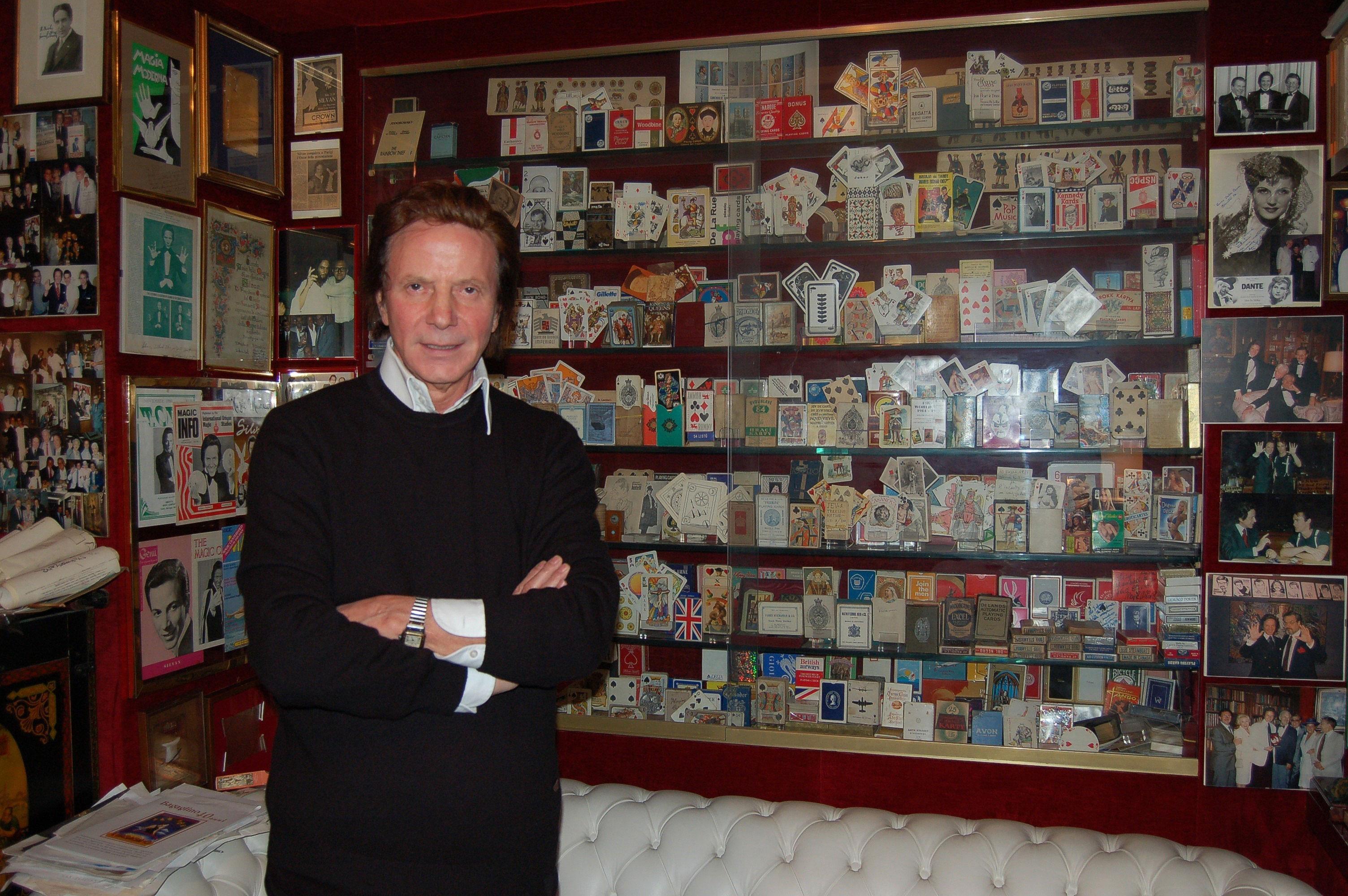 Silvan e la sua collezione di carte di tutto il mondo